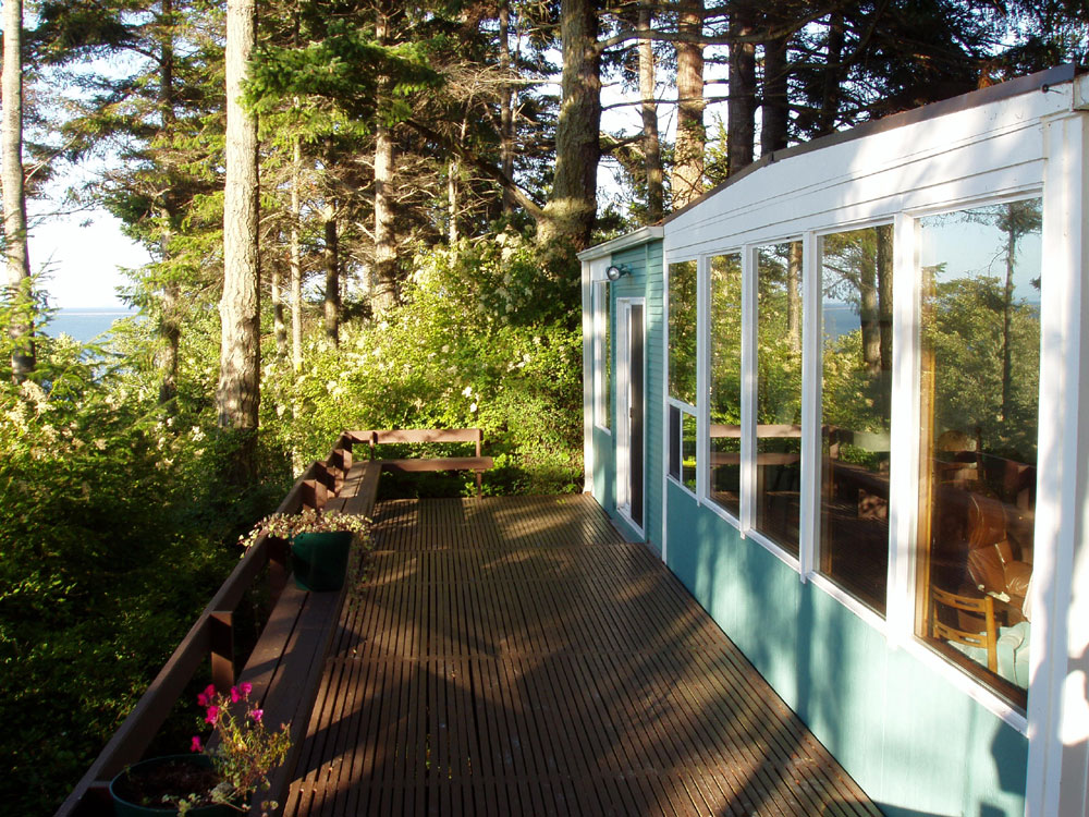 [ 10,000 Waves Shorefront Cabin in Sequim, Washington ]